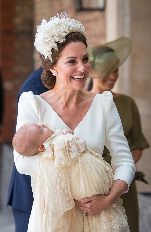 DZIWACZNA stylizacja Meghan Markle na chrzcie księcia Louisa!