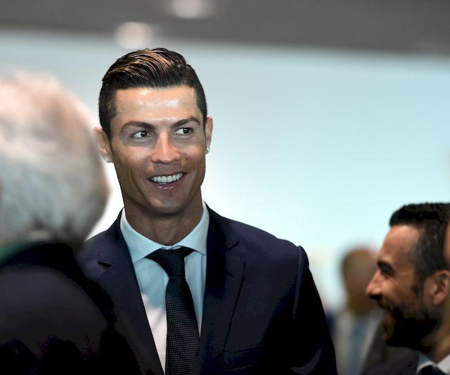 Cristiano Ronaldo pokazał fotki z NAGIEJ SESJI! (FOTO)