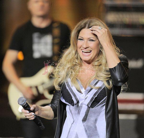 Beata Kozidrak w łóżku na sopockiej scenie TOP Trendy (FOTO)