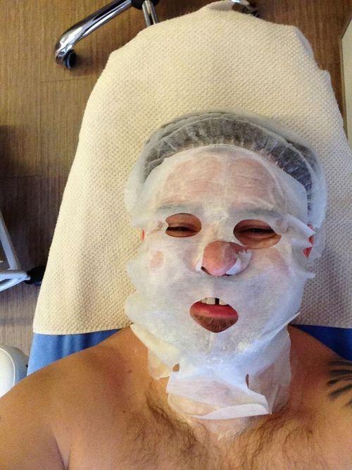 Aktor relaksuje się u kosmetyczki (FOTO)