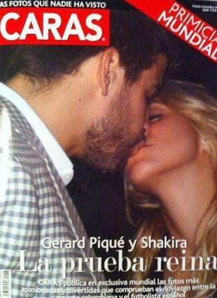 Shakira na trybunach całuje Gerarda Pique