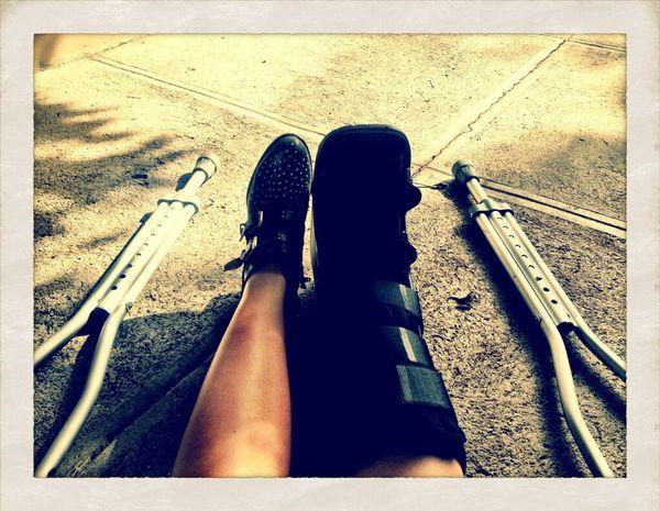 Demi Lovato złamała nogę (FOTO)