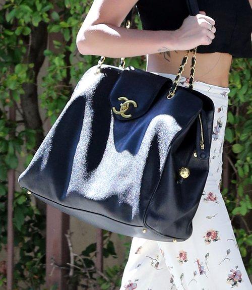 Miley Cyrus w drodze do studia