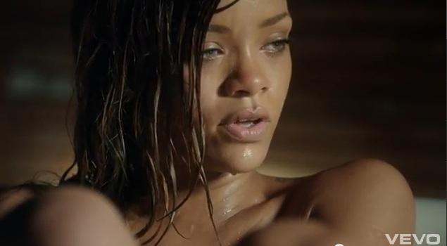 Rihanna nago w wannie w najnowszym klipie Stay (VIDEO)