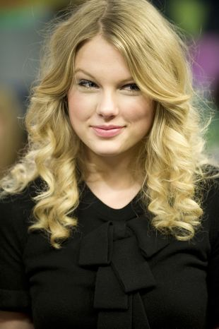 Taylor Swift ma swą kolekcję sukienek (FOTO)