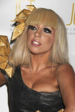 Lady GaGa jako seksowna Włoszka (VIDEO)