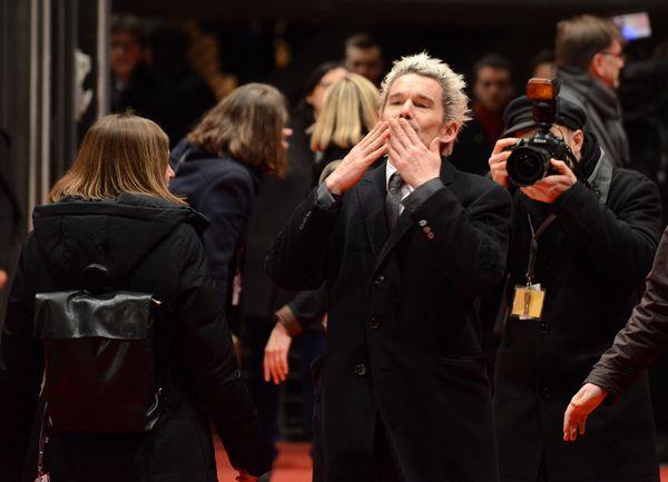 Nowy blond look Ethana Hawke (FOTO)