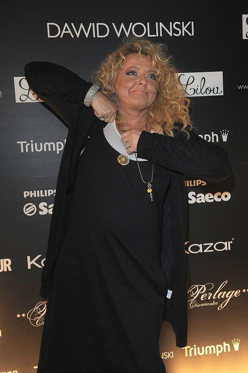 Magda Gessler wącha pachy kelnerów