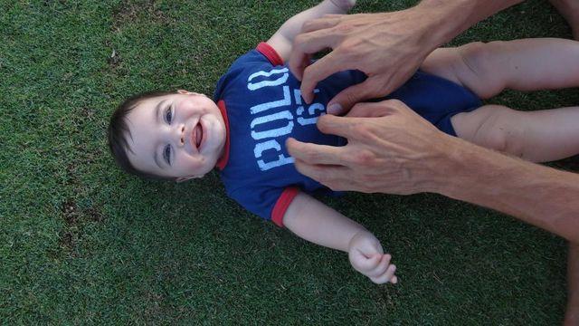 Syn Shakiry lubi łaskotki (FOTO)