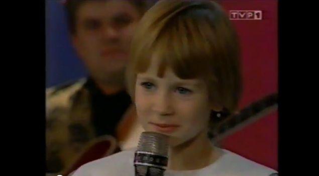 Poznajecie tę uroczą dziewczynkę? (FOTO)