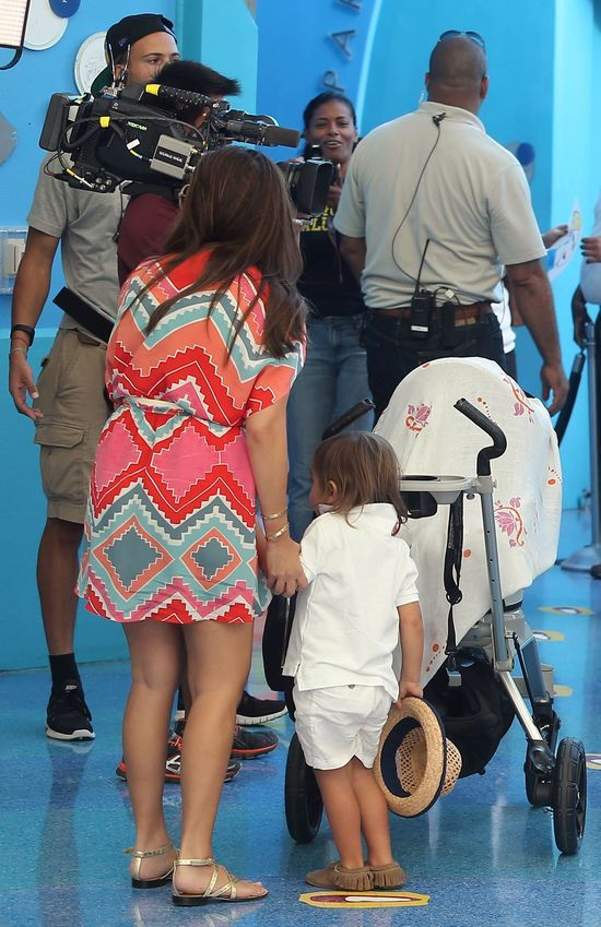 Kim i Kourtney Kardashian z dziećmi w muzeum
