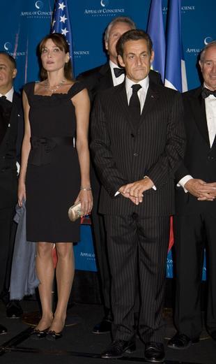 Carla Bruni - idealna żona do pozowania (FOTO)
