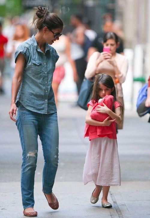6-letnia Suri Cruise na rękach u mamy (FOTO)