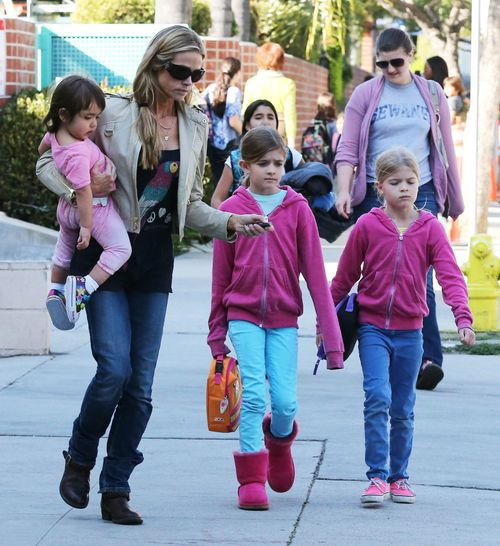 Która mama ubiera swoje córki na różowo? (FOTO)