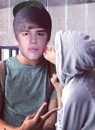Rihanna całuje Justina Biebera? (FOTO)