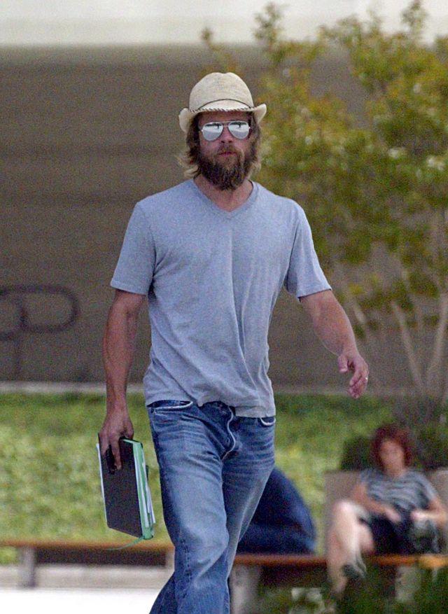 Na starych zdjęciach często widzimy Brada Pitta zarośniętego niczym pustelnik.