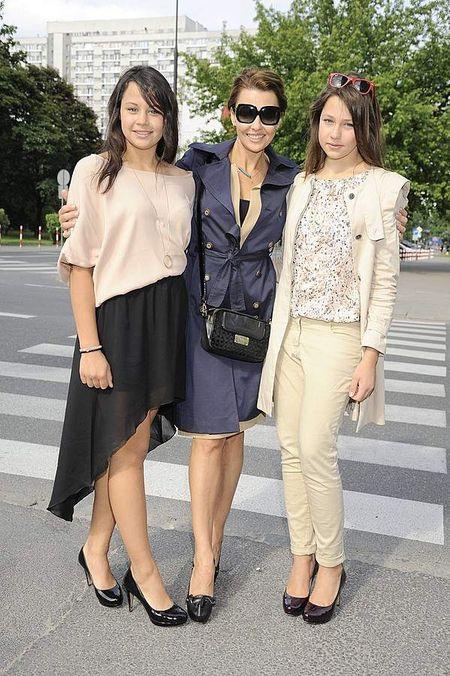 Anna Popek z córkami na otwarciu salonu urody
