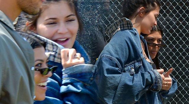 Kylie Jenner i Kourtney Kardashian na Coachelli (ZDJĘCIA)