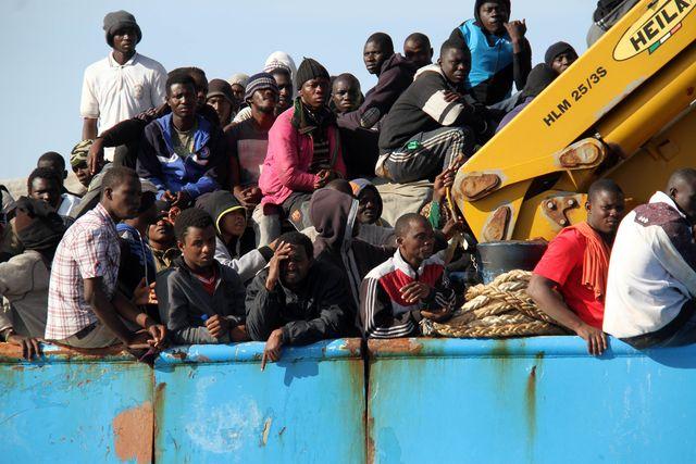 Franciszkanin twierdził, że nadejdzie islamska horda w małych okrągłych łódkach.  Zniszczenia, które mająnadejść, sprawią, że Europa Zachodnia upadnie, jak upadł kiedyś Rzym. Ojciec Klimuszko pisał: - Widziałem żołnierzy przeprawiających się przez morze na takich małych, okrągłych stateczkach, ale po twarzach widać było, że to nie Europejczycy. Widziałem domy walące się i dzieci włoskie, które płakały. To wyglądało jak atak niewiernych na Europę. Wydaje mi się, że jakaś wielka tragedia spotka Włochy. Część buta włoskiego znajdzie się pod wodą. Wulkan albo trzęsienie ziemi? Widziałem sceny jak po wielkim kataklizmie. To było straszne […]