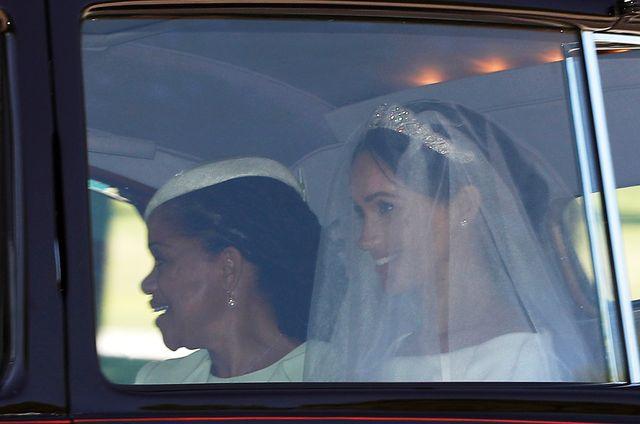 PIERWSZE zdjęcia Meghan Markle W WELONIE i tiarze - jaką suknię ślubną wybrała?