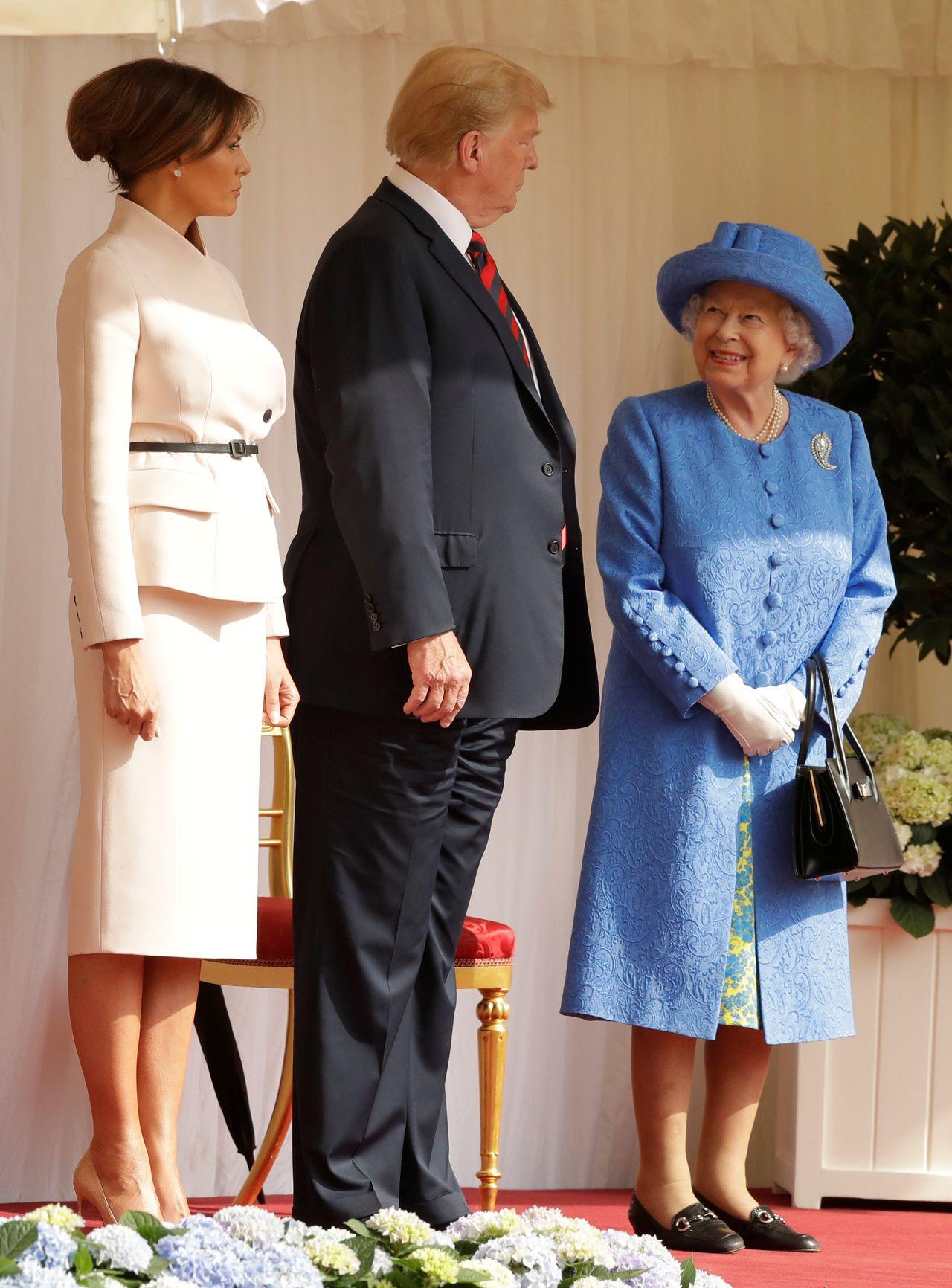 Chrissy Teigen na Halloween przebrała się za królową Elżbietę