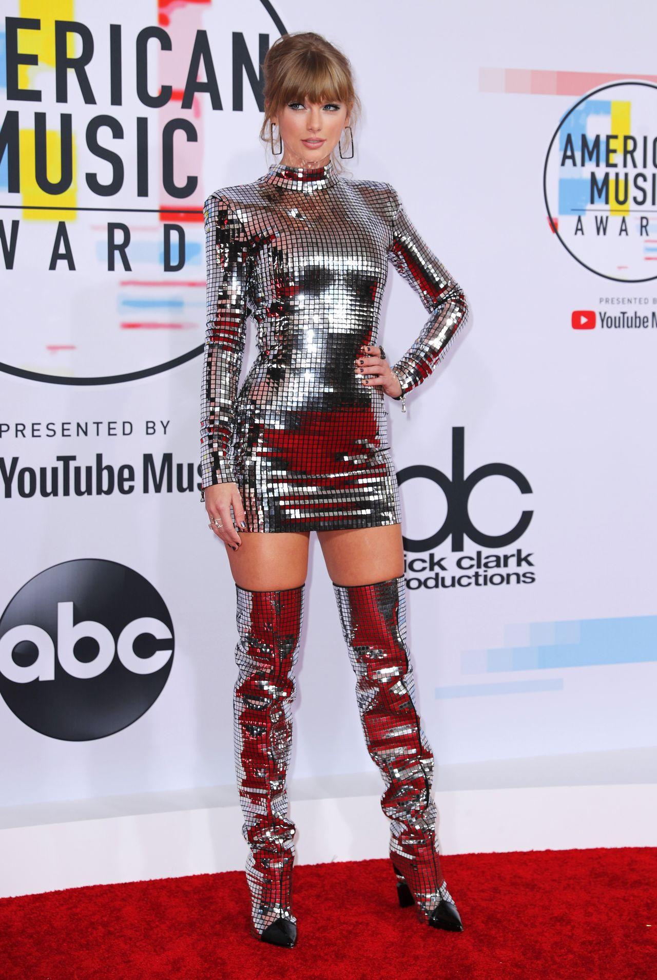 Kreacje gwiazd na gali American Music Awards 2018 (ZDJĘCIA)