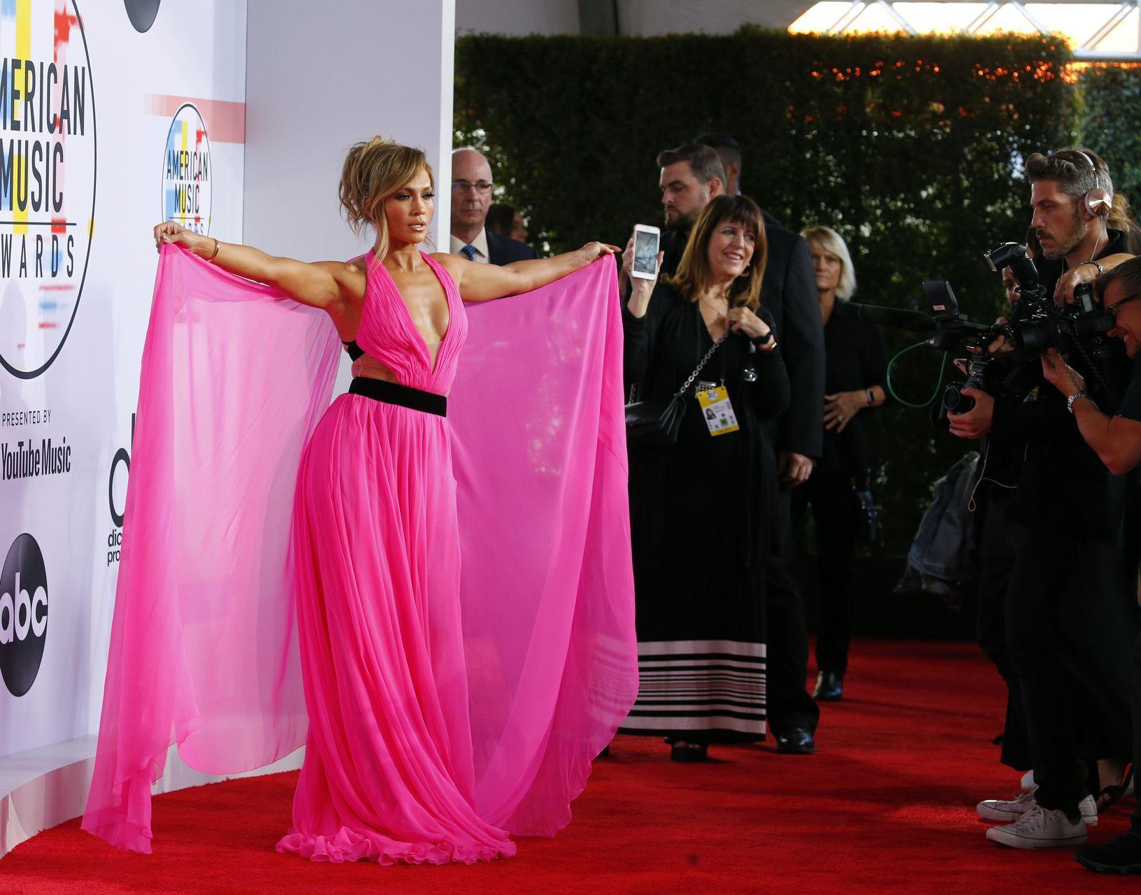 49-letnia Jennifer Lopez pokazała, kto rządzi na American Music Awards (ZDJĘCIA)
