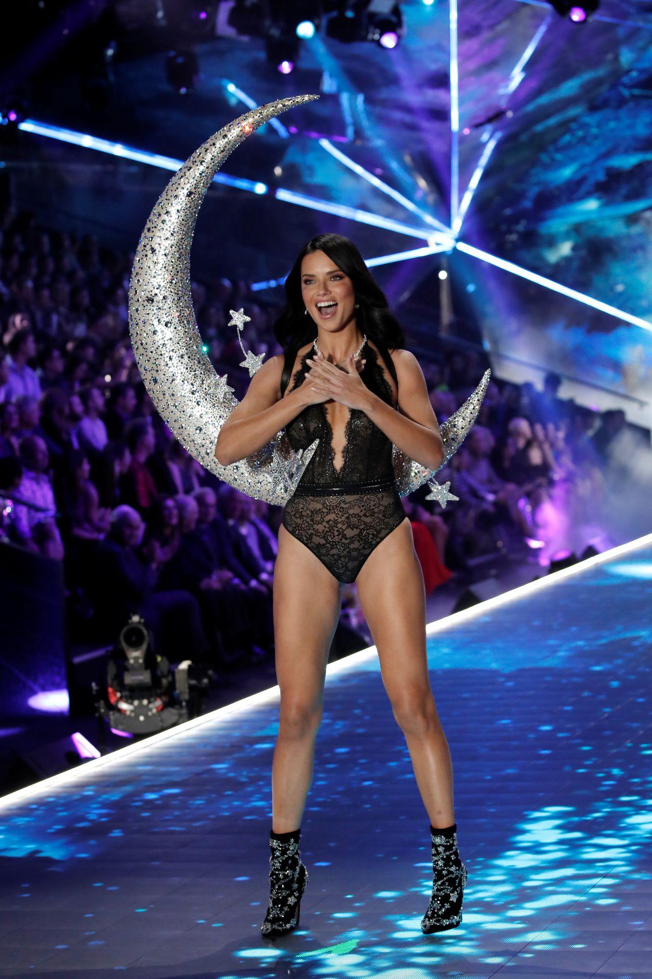 Adriana Lima rozpłakała się na wybiegu w czasie Victoria's Secret Fashion Show