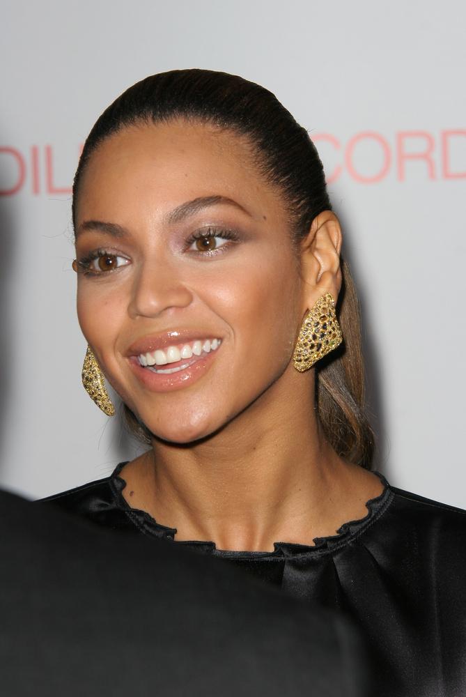 Beyonce - być może to tylko plotki, że zadbana gwiazd ma problemy z nieświeżym oddechem. Niemniej jednak media powtarzają takie pogłoski.