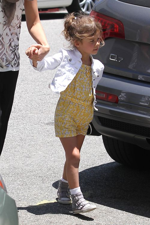 Córka Jessiki Alby nie stroi fochów jak Suri Cruise (FOTO)