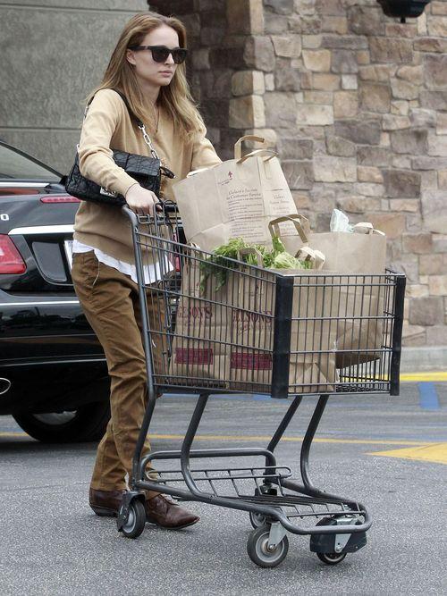 Natalie Portman zrobiła porządne zakupy (FOTO)