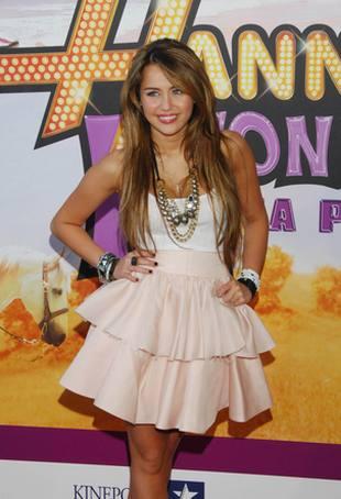 Miley Cyrus - na dole dziewczyna... (FOTO)