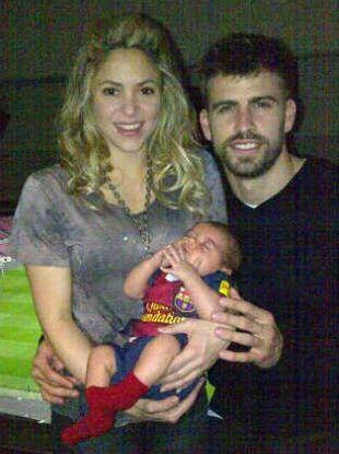 Pierwsza rodzinna fotka Shakiry, Pique i ich syna (FOTO)