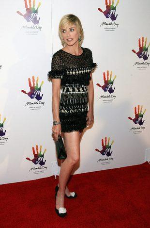 Sharon Stone w mini (FOTO)