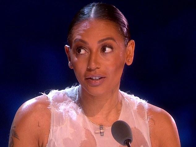 Fani martwią się o zadrapania Melanie Brown - mąż ją bije?