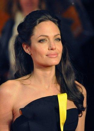 Sensacja! Angelina Jolie zjadła coś słodkiego