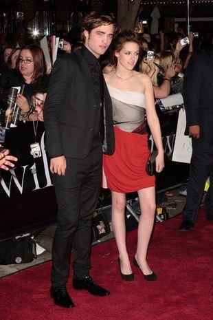 Robert Pattinson bez koszuli