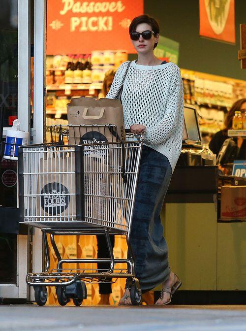 Anne Hathaway na zakupach w supermarkecie (FOTO)