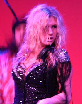 Ke$ha szaleje na scenie (FOTO)