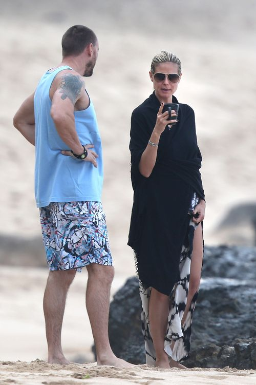 Aktorka i jej facet na romantycznym spacerze (FOTO)