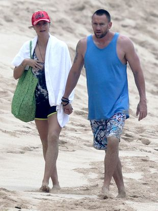 Modelka i jej facet na romantycznym spacerze (FOTO)