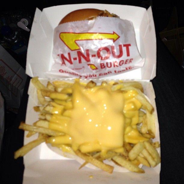 Kim Kardashian w ciąży je frytki i hamburgery (FOTO)