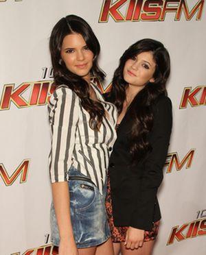 Kendal i Kylie Jenner lansują sie na czerwonym dywanie