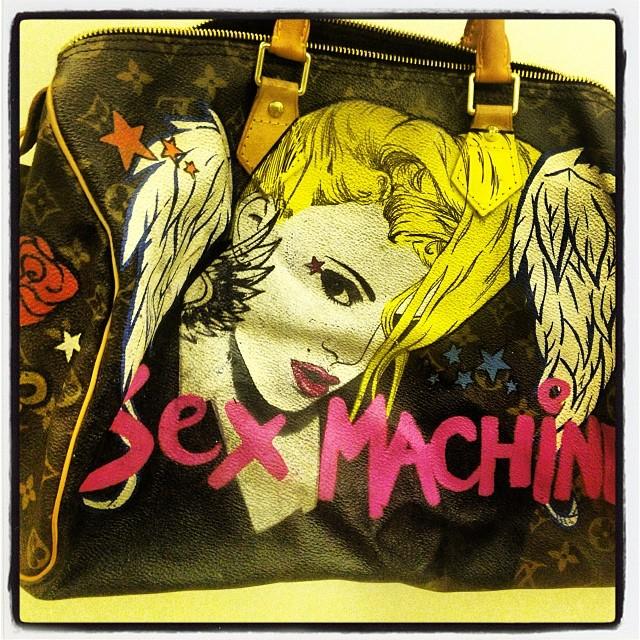 Doda też ma pomalowaną torbę (FOTO)
