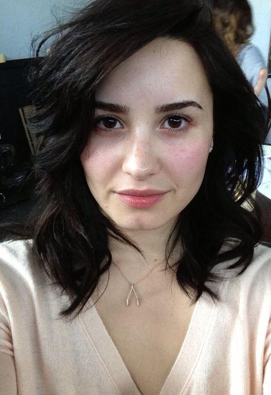 Demi Lovato na Twittera wrzuci�a fotk� bez makija�u (FOTO)