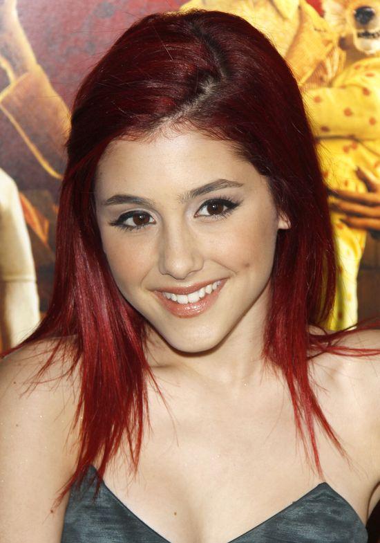 Ariana Grande w czerwonych włosach, 2009