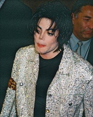 Tancerz Madonny wygląda jak Michael Jackson (VIDEO)