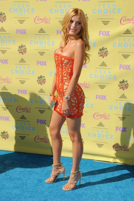Bella Thorne w pomarańczowej sukience na rozdaniu Teen Awards 2015