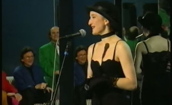 Zamiłowanie do muzyki wpoił jej tata, podobnie jak jej licznemu rodzeństwu. Justyna Steczkowska uczęszczała do Państwowej Szkoły Muzycznej im. I. J. Paderewskiego w Stalowej Woli. W czasie studiów podjęła decyzję o poświęceniu się dla śpiewania. Współpracowała wtedy z licznymi zespołami rockowymi i jazzowymi.