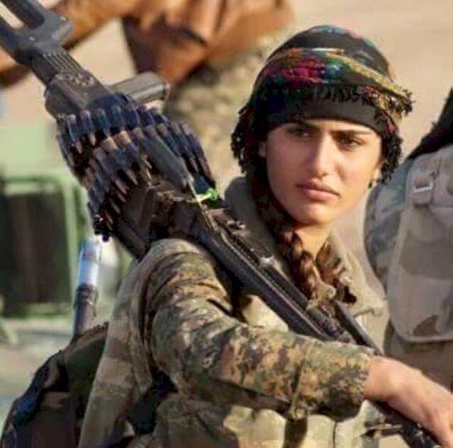 Nie żyje kurdyjska Angelina Jolie. Zginęła w starciu z ISIS